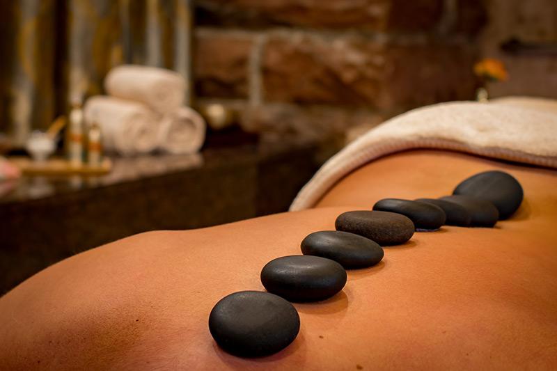 Massage Pierres Chaudes soins Institut Bien-être Besançon La Villanelle